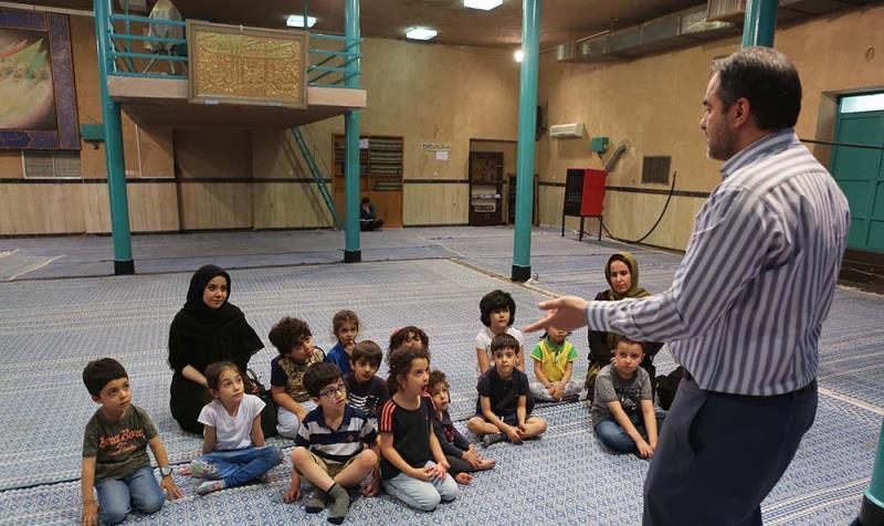 جماران میں امام خمینی (ره) کے گھر کا بچوں کا دورہ