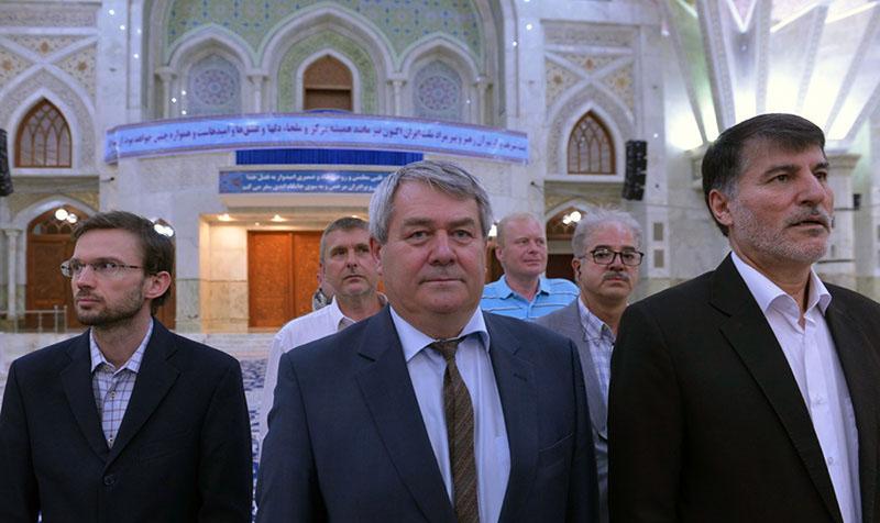 چیک جمہوریہ کے ڈپٹی اسپیکر کی حرم امام خمینی (رح) میں حاضری اور آپ (رح) کو خراج تحسین