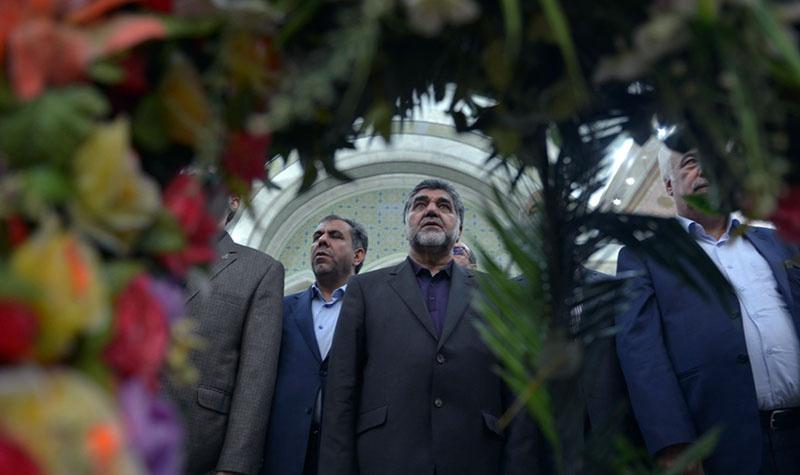امام خمینی (رح) سے تہران کے گورنر اور ان کے کچھ مینیجرز کا تجدید عہد