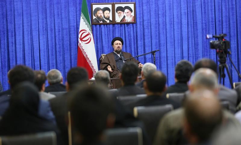صدر روحانی کے الیکشن مہم میں سرگرم کارکن کی سید حسن خمینی سے ملاقات /۲۰۱۷ء