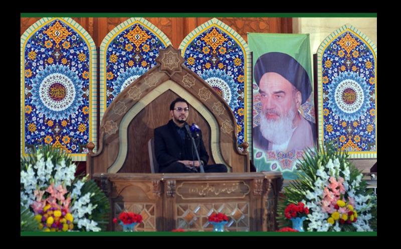 """حرم امام خمینی(رح) میں """" محفل انس با قرآن کریم"""" اور زیارت عاشور کی تلاوت /۲۰۱۷ء"""