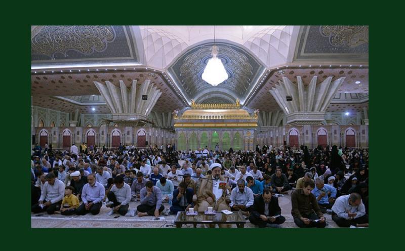 حرم امام خمینی(رح) اور گلزار بہشت زہراء(س) میں مختلف لوگوں کی موجودگی میں دعائے عرفہ کی خالصانہ تقریب /۲۰۱۷ء