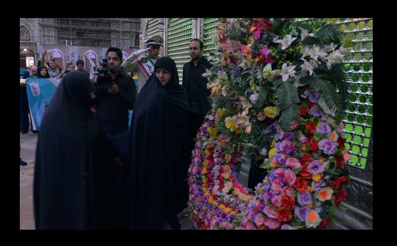 تعلیم یافتہ اور ایثارگر خواتین کی حرم امام خمینی میں حاضری اور تجدید میثاق /۲۰۱۷ء