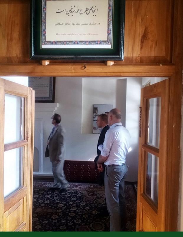 خمین، غیرملکی سیاحوں نے امام خمینی کے تاریخی گھر اور جائے پیدائش کا دورہ کیا /۲۰۱۷ء