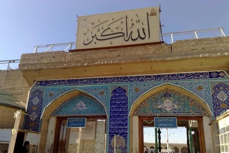 مسجد سَهْلہ، پہلی صدی میں نجف اشرف سے دس کلومیٹر اور مسجد کوفہ سے دو کلومیٹر کے فاصلے پر بنائی گئی؛ بعض روایات کی بنا پر، ظہور امام زمانہ (عج) کے بعد، یہی مسجد آپ کی جائے سکونت ہوگی /۲۰۱۷ء