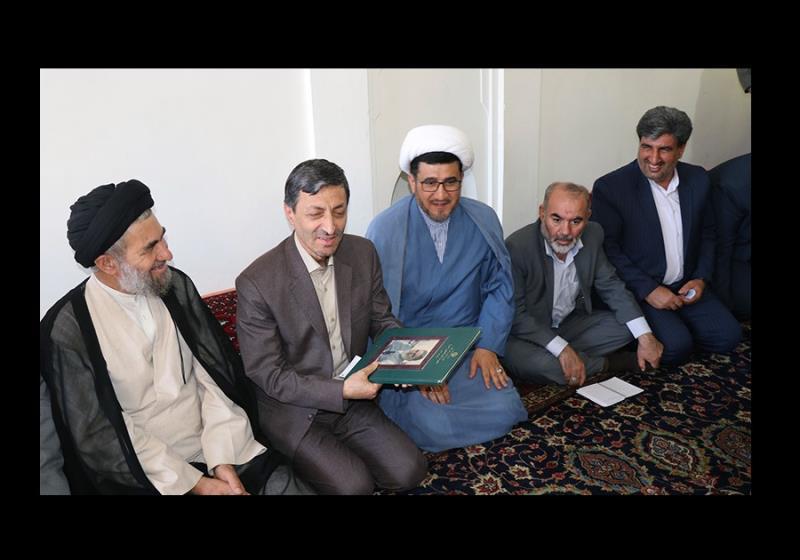 امداد کمیٹی کے چیئرمین، پرویز فتاح کا امام خمینی کی جائے پیدائش کے دورے پر /۲۰۱۷ء