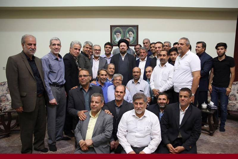 حرم امام خمینی(رح) میں سپاہ سیکورٹی گارڈ کی سید حسن خمینی کےساتھ ملاقات /۲۰۱۷ء