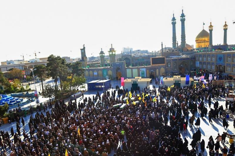 معصومہ قم میں شہدائے مدافعین حرم بی بی زینب (س) کی باوقار ودلسوز تشییع جنازے کی جھلکیاں /۲۰۱۷ء