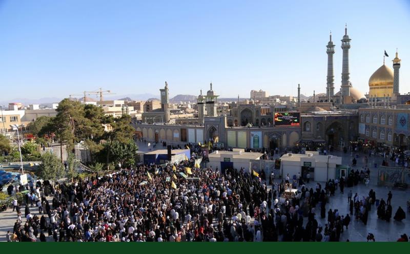 امام صادق(ع) کی شہادت کے ایام میں، معصومہ قم میں شہدائے مدافعین حرم کی تشییع جنازہ /۲۰۱۷ء