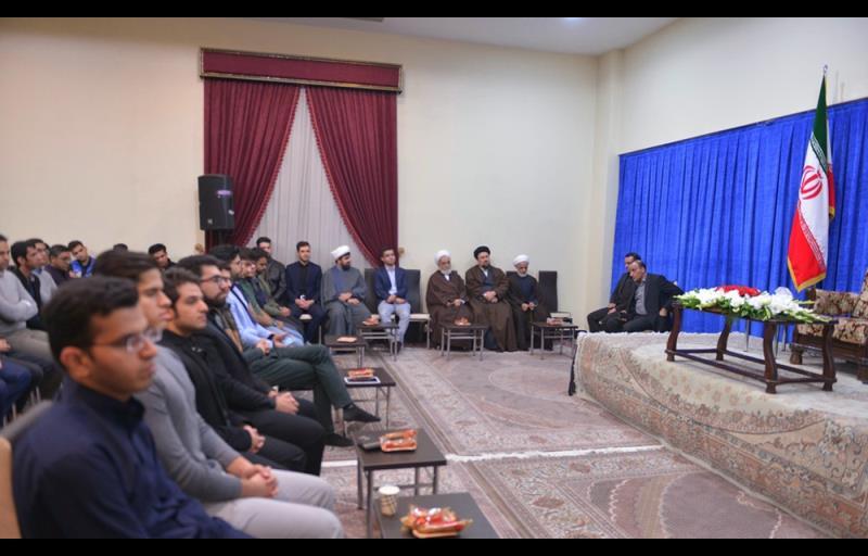 میڈیکل سائنس یونیورسٹی کے طلباء کا ایک گروہ کی سید حسن خمینی سے ملاقات /۲۰۱۷ء