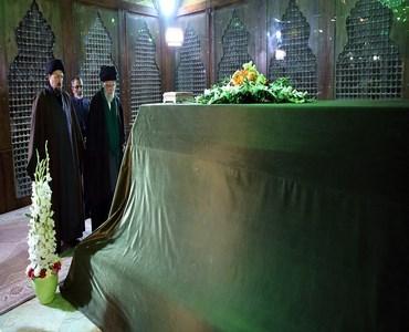 ایرانی سپریم لیڈر کی بانی انقلاب حضرت امام خمینی (رح) کے مزار پر حاضری