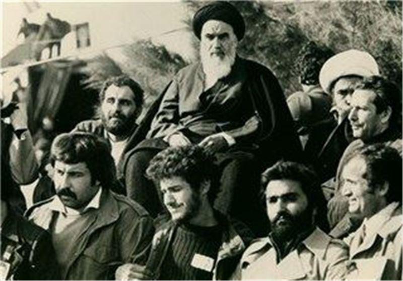 کیا اسلامی جمہوریت کے بانی ( امام خمینی رح) اپنے آپ پر بنیادی قانون کی رعائت ضروری سمجھتے تھے یا اپنے لئے اس سے ہٹ کر کچھ اختیارات کے قائل تھے؟