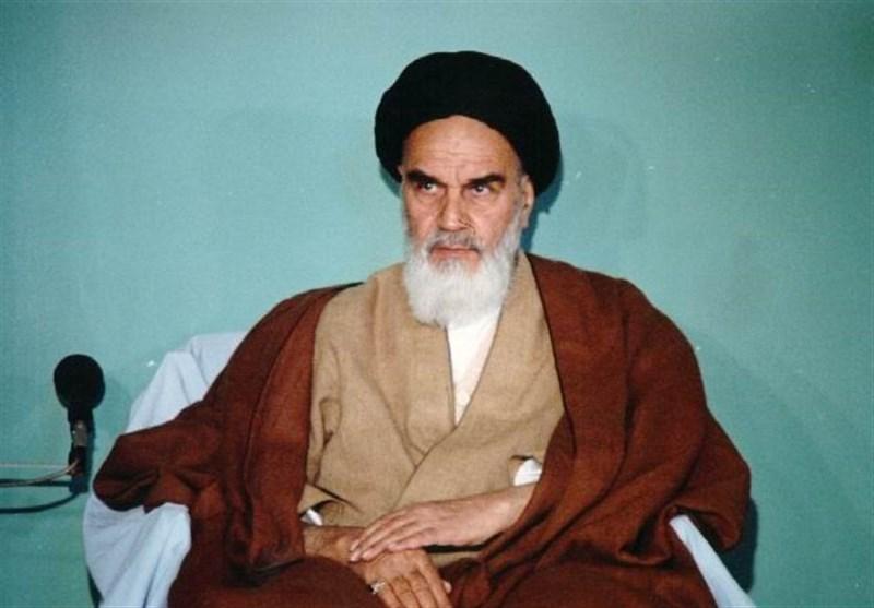 خانہ خدا کے گرد طواف کا مطلب یہ ہے کہ غیر خدا کے گرد طواف نہ کیا جائے:امام خمینی(رح)