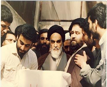 امام خمینی (رح) کی نظر میں فردی اور عوامی حکومت میں فرق