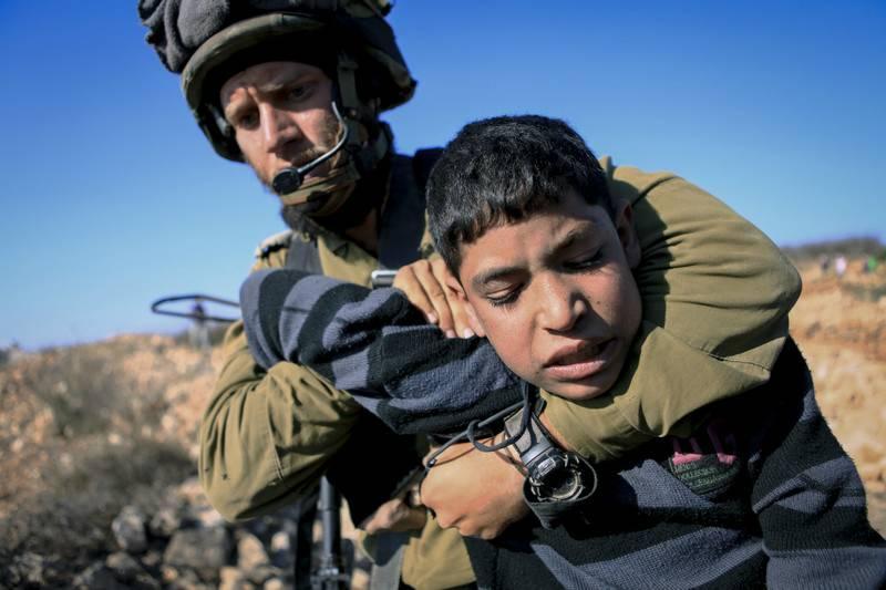 فلسطین کے نہتے اور مظلوم بچوں پر اسرائیلی فوج کا تشدد اور امام خمینی(رح) کا رد عمل