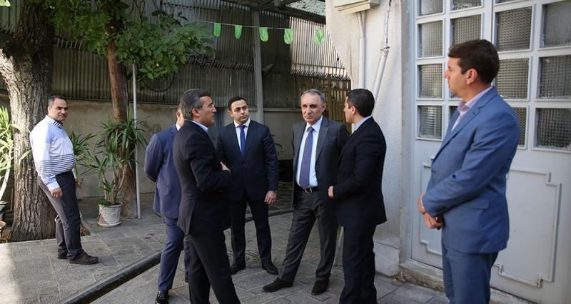 آذربائیجان کے انسپکشن آرگنائزیشن کے سربراہ کا امام خمینی (رح) کے تاریخی گھر کا دورہ