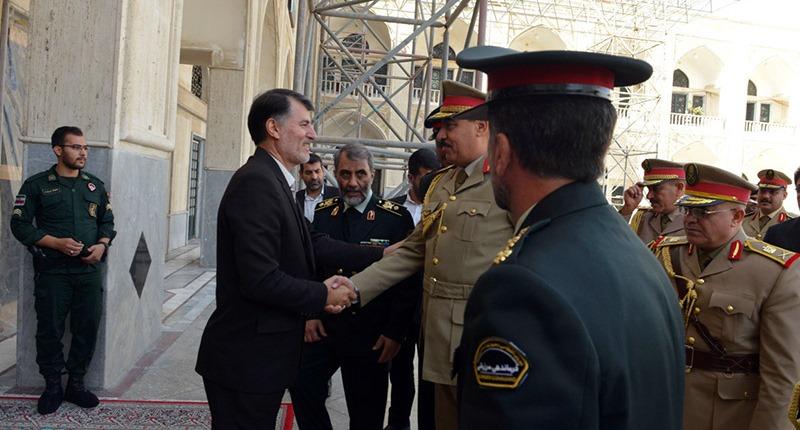 حرم امام خمینی (رح) میں عراقی سرحد کے کمانڈر کی حاضری اور خراج تحسین