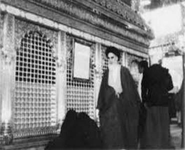 امام خمینی (رح) کی تحریک آپ کے جد امام حسین (ع) کے مانند تھی