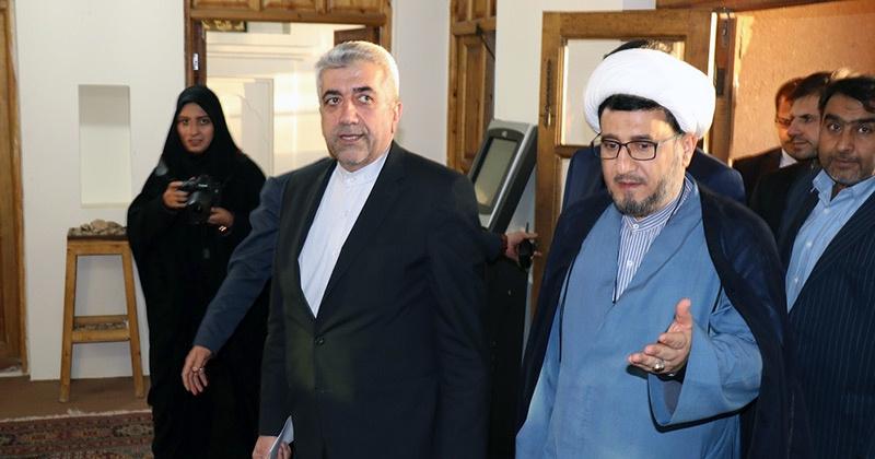 پاور اور توانائی کے وزیر کا خمین میں امام خمینی (رح) کے تاریخی گھر کا دورہ