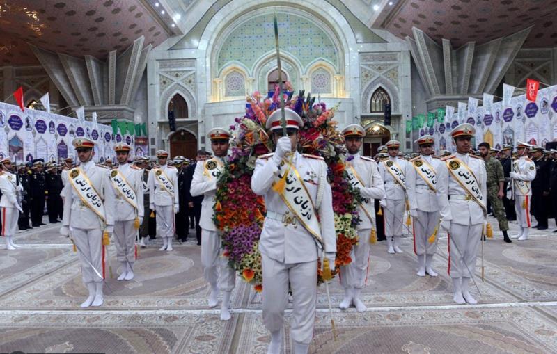 تصویری رپورٹ/ ایرانی بحریہ کے کمانڈروں کا بانی انقلاب اسلامی سے تجدید عہد