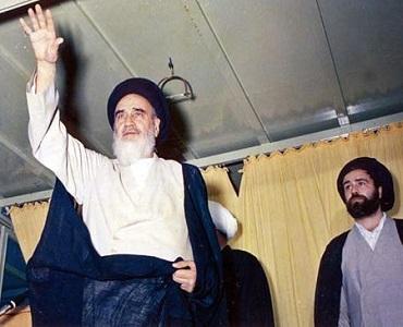سیاست کو دین سے الگ  کرنا سازش ہے:امام خمینی (رح)