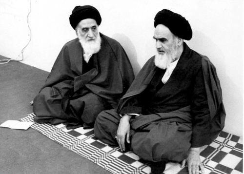 خدا کے نزدیک علماء زیادہ عزت رکھتے ہیں یا شہداء؟