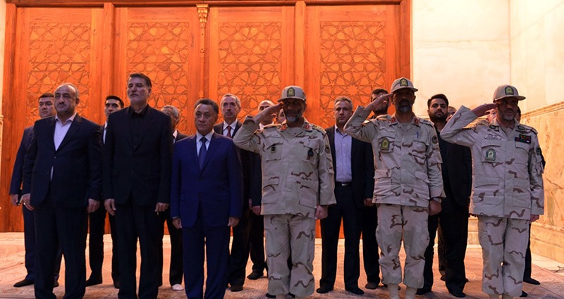 آذربائیجان کے داخلہ وزیر کی حرم امام خمینی (رح) میں حاضری اور خراج تحسین