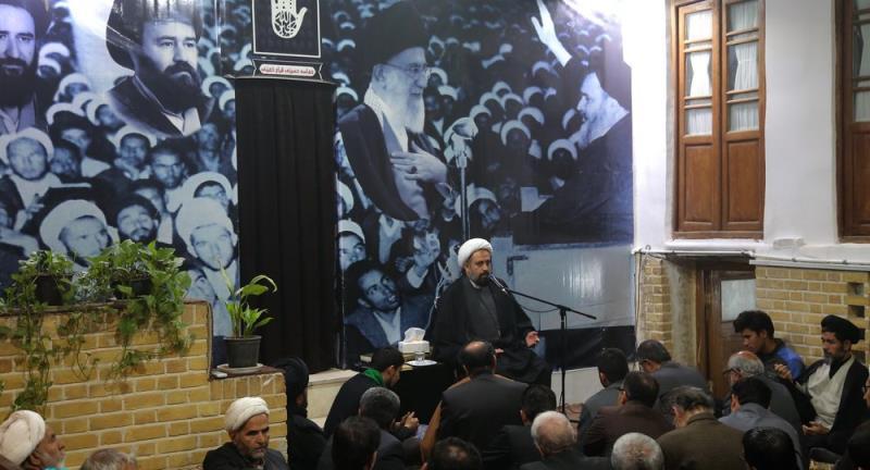 قم؛ امام خمینی (رح) کے گھر میں ، سید علی خمینی کی موجودگی میں حاج سید احمد خمینی کی یاد میں مہینہ وار مجلس کی انعقاد