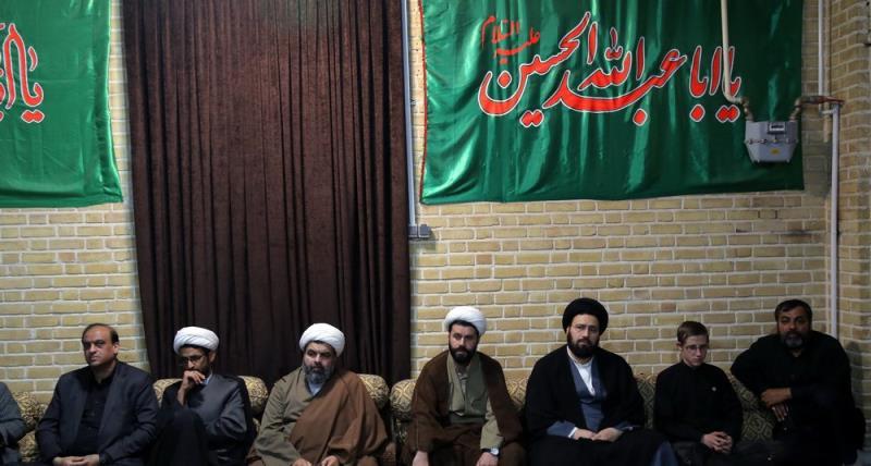 قم؛ امام خمینی(رح) کے گھر میں سید علی خمینی کی موجودگی میں امام موسی کاظم (ع) کی شہادت کی مناسبت سے منعقدہ مجلس عزاء /2018