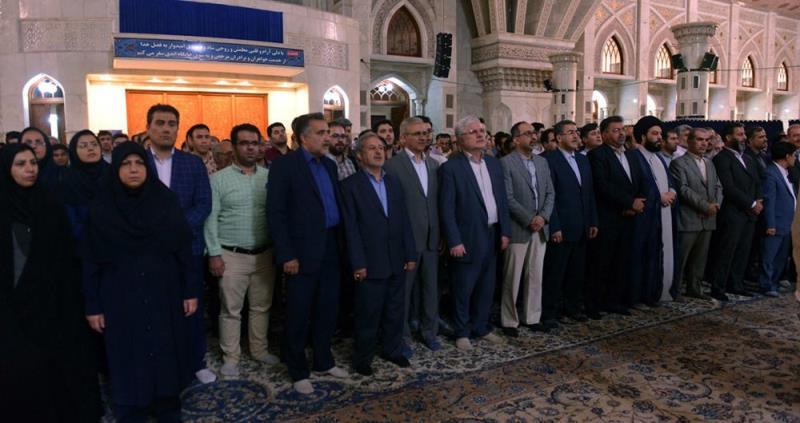 ایرانی سوشل سیکورٹی آرگنائزیشن کے مینیجرز اور کارکنوں کی حرم امام خمینی (رح) میں حاضری اور ان کی تمناؤں سے تجدید عہد /2018