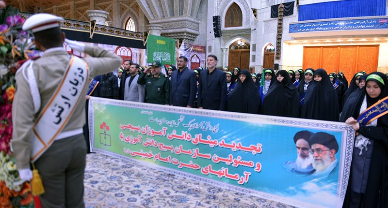 بسیجی طلباء اور طالب علم بسیج آرگنائزیشن کے عہدہ داروں کی حرم امام خمینی (رح) میں حاضری اور ان کی تمناؤں سے تجدید عہد / 2018