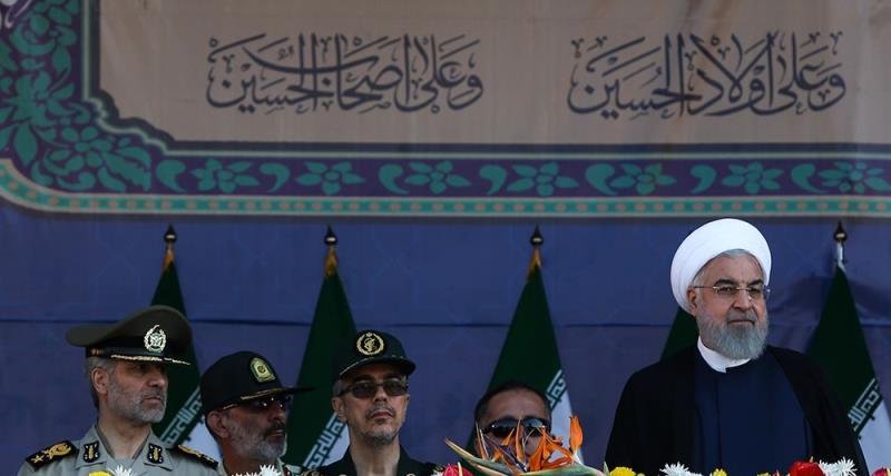 حرم امام خمینی (رح)  میں ہفتہ دفاع مقدس کے موقع پر ایرانی مسلح افواج کی شاندار پریڈ کی تصویری جھلکیاں ۔ 2