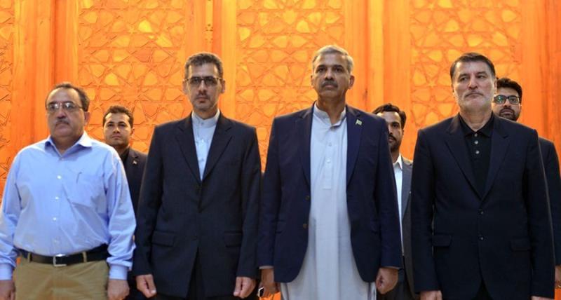 پاکستان کے ڈپٹی وزیر دفاع، اکرام الحق کی حرم امام خمینی (رح) میں حاضری اور خراج تحسین