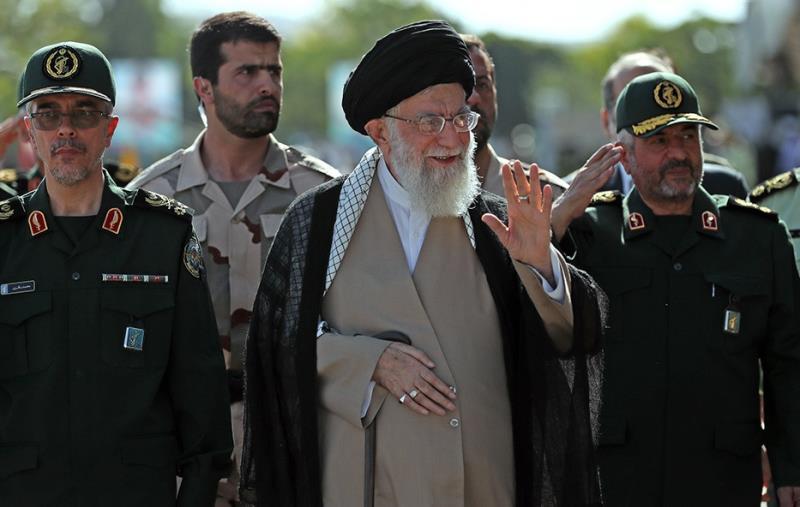 ایرانی قوم دنیا کی طاقتور ترین قوم ہے جسے دشمنوں کے مقابلے ميں اللہ تعالی کی حمایت اور نصرت حاصل ہے