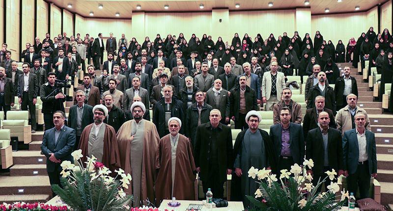 ایران کے مرکزی صوبہ کے قرآن کریم شعبہ کے سرگرم افراد کی امام خمینی (رح) کی تمناؤں سے تجدید عہد