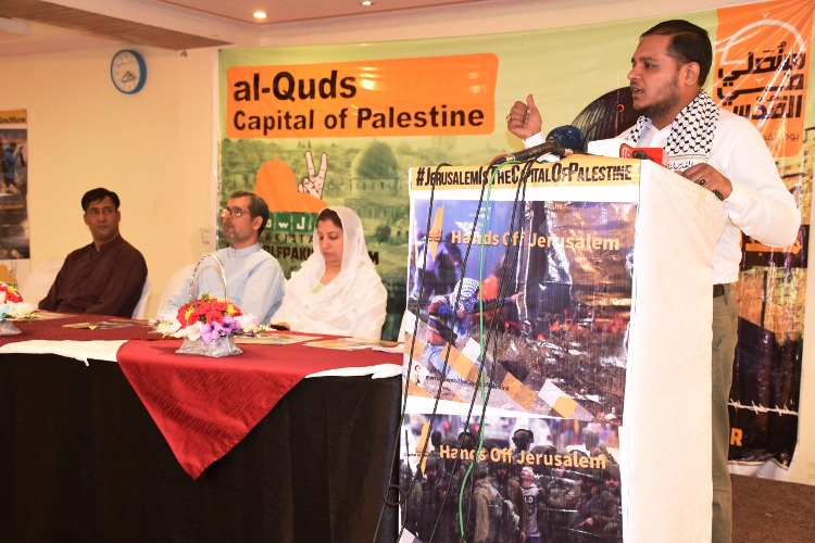 فلسطینی آج بھی ظالم صہیونیوں کے ٹینکوں کے مقابل ڈٹے ہوئے ہیں