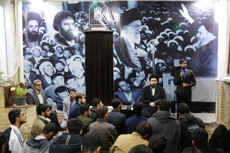 معصومہ قم میں واقع، امام خمینی کے تاریخی گھر میں یادگار امام، سید علی خمینی سے صوبہ ہرمزگان کے طلباء کے ایک گروپ کی ملاقات /۲۰۱۸ء