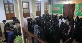 امام خمینی(رح) کی تاریخی گھر  میں شہید بہشتی یونیورسٹی کے طالب علم اسلامی ایسوسی ایشن کے اراکین کی سید علی خمینی سے ملاقات