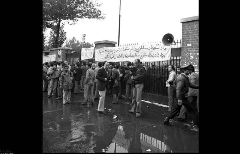 تہران میں امریکی سفارتخانے پر قبضہ اور امام خمینیی (رح) کا بیان