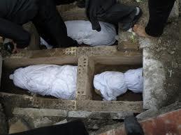 کیا اگر میت کو غسل دیئے بغیر دفن کر دیا جائے تو غسل دینے کے لئے قبرکھودنا واجب ہے؟