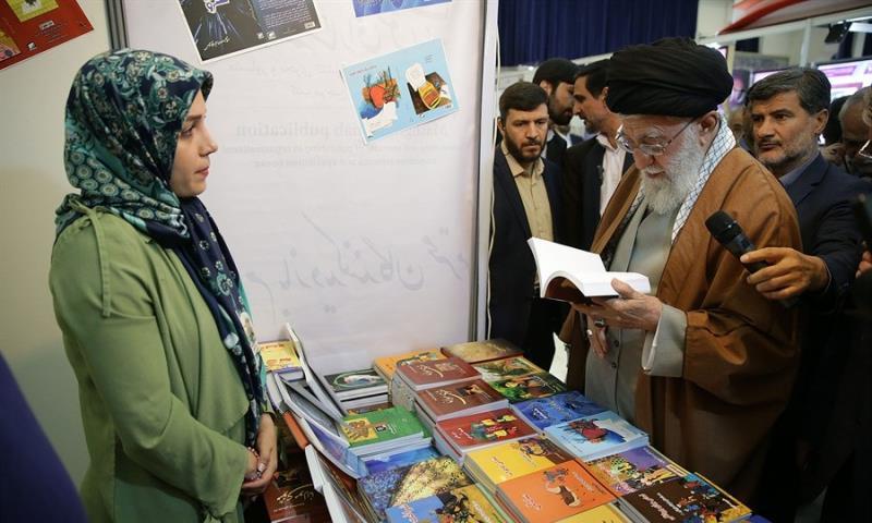 رہبر انقلاب اسلامی کا کتاب کی بین الاقوامی نمائش کا دورہ