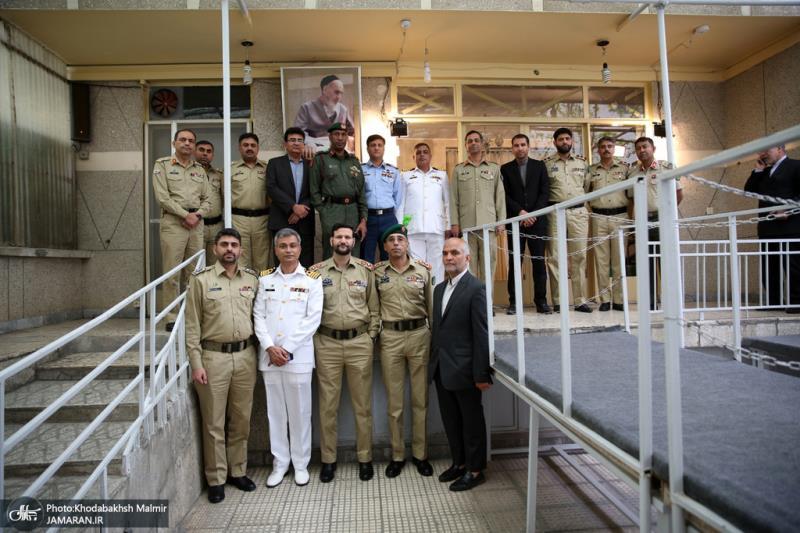 جماران میں پاکستان کی قومی دفاع یونیورسٹی پروفیسروں اور گریجویٹ طالب علموں کے ایک گروپ نے امام خمینی(رح) کے تاریخی گھر کا دورہ کیا