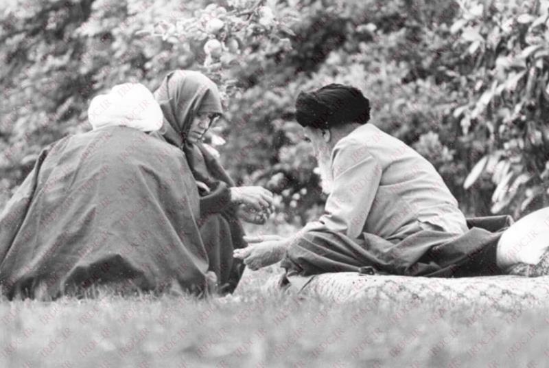 فرانس میں امام خمینی (رح) کی اہلیہ کی مصروفیات