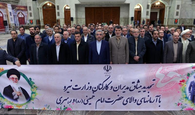 عشرہ فجر کے موقع پر؛ پاور اور توانائی کی وزارت کے وزیر اور کارکنوں کی حرم امام خمینی (رح) میں حاضری اور ان کی تمناؤں سے تجدید عہد /2019