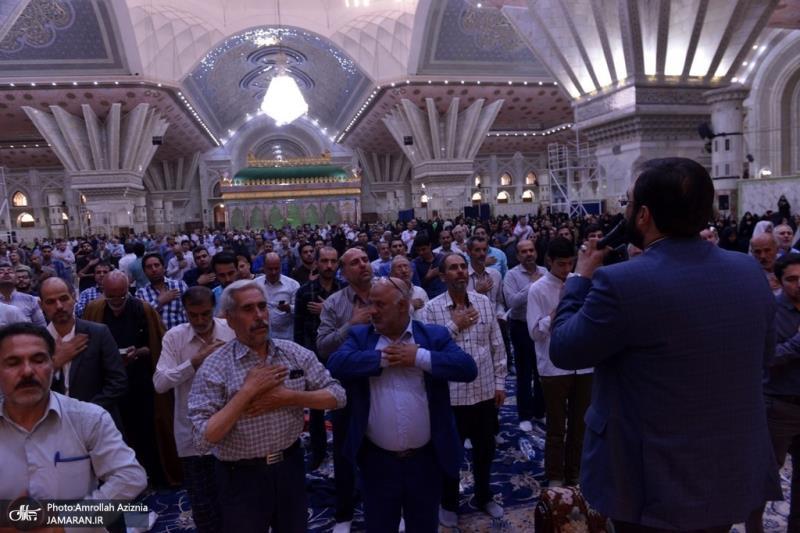 امام خمینی(رح) کے مزار پر مومنین دعا عرفہ پڑھتے ہوے