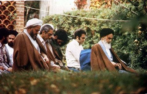 پیرس میں امام خمینی(رح) کی عبادت