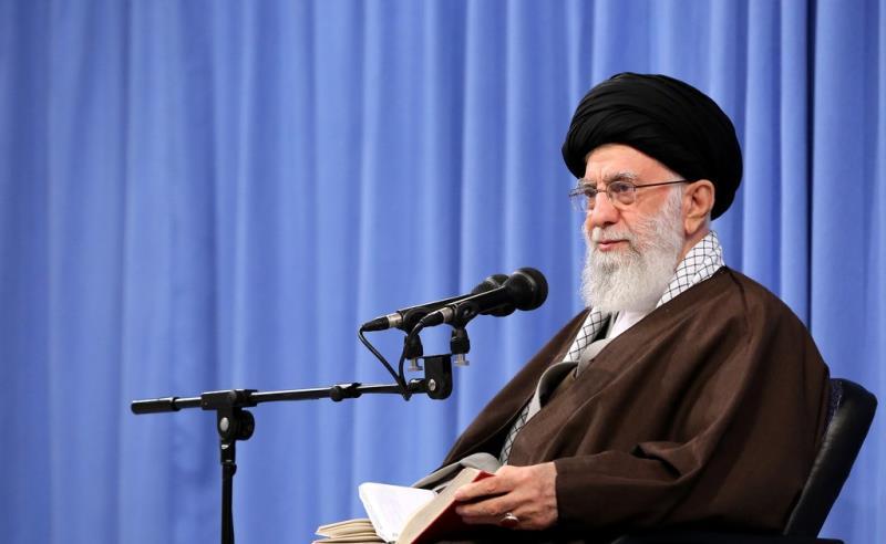 ملکی معیشت کی بہتری کیلئے بیرونی سفارتکاری سنہری موقع ہے: سپریم لیڈر ایران