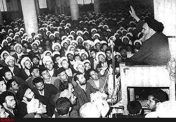اسلام کی خدمت کرنا علماء کی ذمہ داری ہے:امام خمینی(رح)
