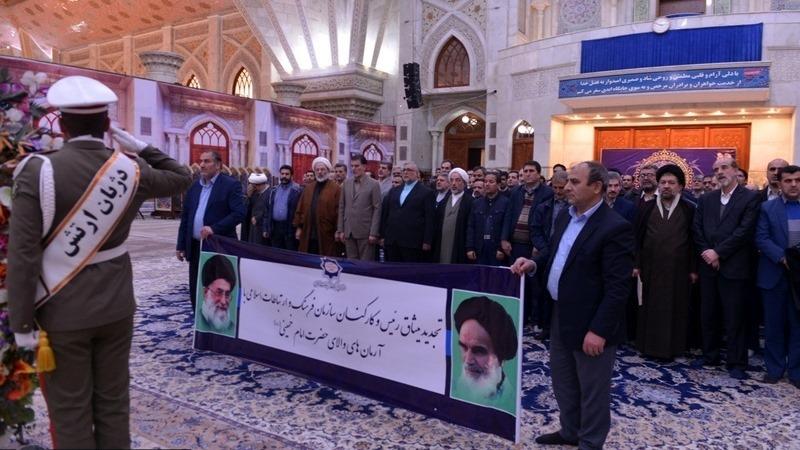 عشرہ فجر کے موقع پر؛ عوام کے مختلف طبقات سے وابستہ افراد، مرقد امام خمینی (ره) میں حاضری اور تجدید عہد(2) /2019