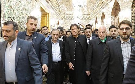 پاکستانی وزیر اعظم کی امام رضا (ع) کے روضہ پاک پر حاضری